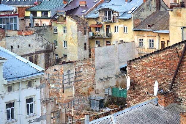 Sloppenwijken in de stad lvov, oekraïne, 11 januari 2014