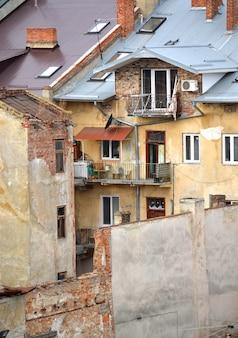 Sloppenwijken in de stad lvov oekraïne januari