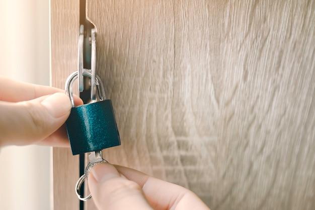 Slot en sleutelconcept van veiligheidsbescherming