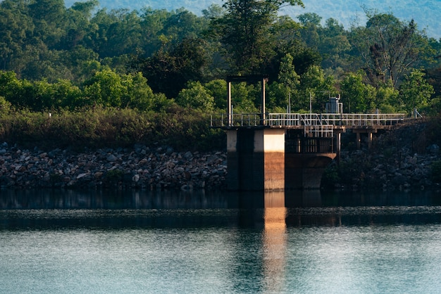 Sluisdeur bij het reservoir