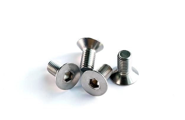 Sluit de bouten voor het monteren van onderdelen