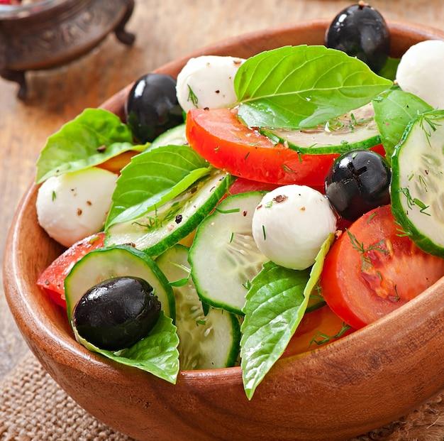 Sluit de verse groente griekse salade, omhoog