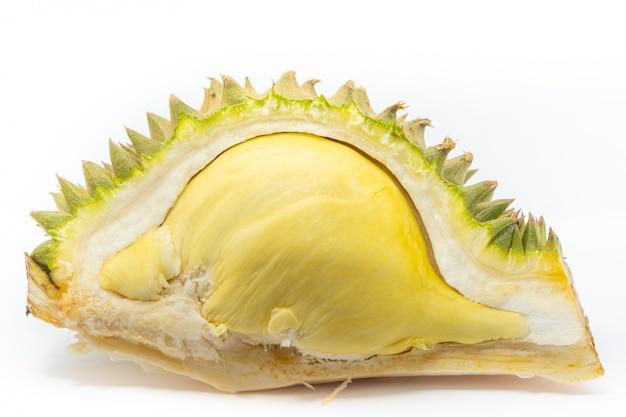 Sluit gepelde durian omhoog geïsoleerd op wit