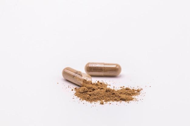 Sluit kruiden omhoog geïsoleerde capsules