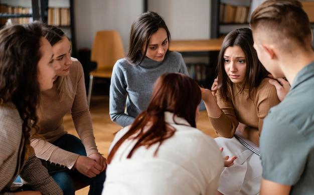 Sluit mensen die over problemen discussiëren
