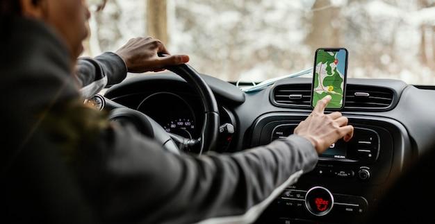 Sluit mobiel met kaartaanwijzingen