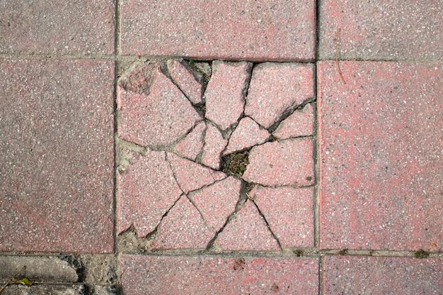 Sluit omhoog abstracte gebroken concrete voetpadachtergrond