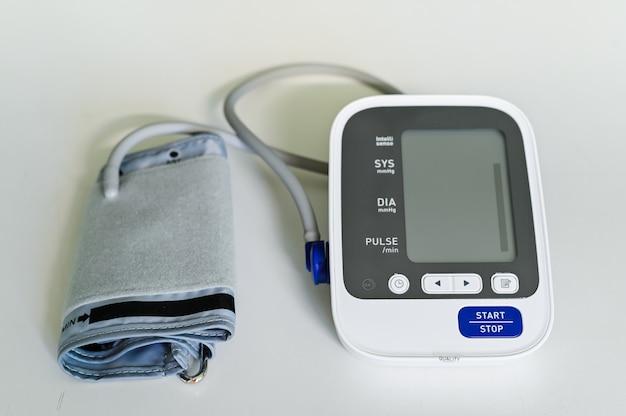 Sluit omhoog automatische bloeddrukmeter