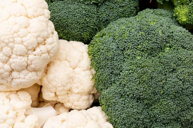 Sluit omhoog bloemkool en broccoli verse groenten