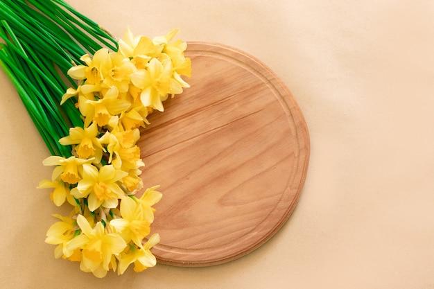 Sluit omhoog bos van gele gele narcissen