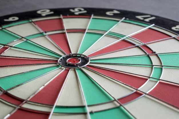 Sluit omhoog bullseye op het doel van de dartboarduitdaging marketing achtergrondconcept.