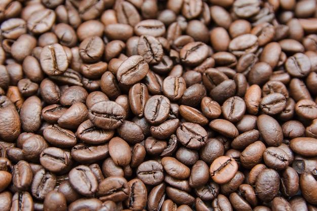 Sluit omhoog de geroosterde achtergrond van koffiebonen