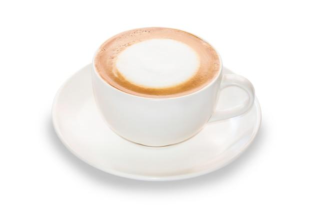 Sluit omhoog de witte kop van de cappuccinokoffie op geïsoleerd