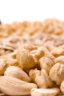 Sluit omhoog details over geïsoleerde cashewnoten