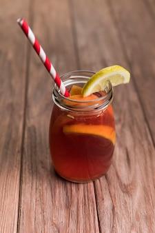 Sluit omhoog eigengemaakt grapefruit juice