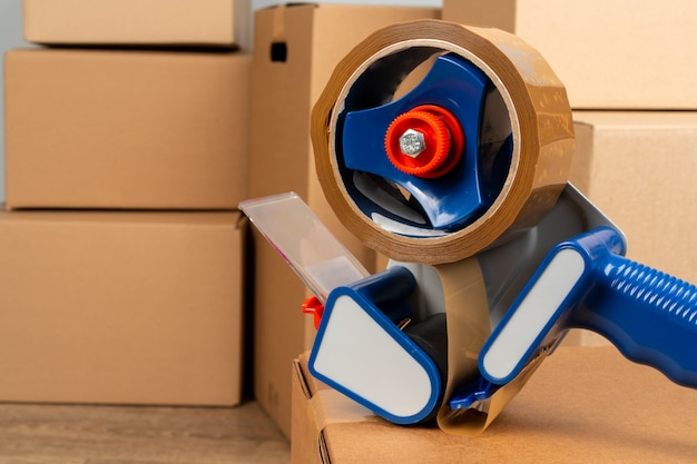Sluit omhoog foto van een stapel bewegende dozen