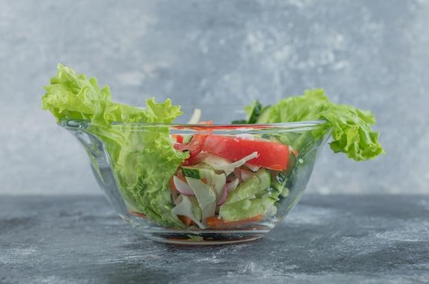 Sluit omhoog foto van groentesalade. hoge kwaliteit foto