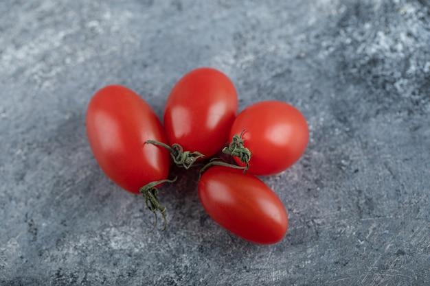 Sluit omhoog foto van verse organische amish-pastatomaten. hoge kwaliteit foto