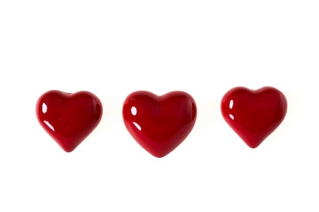 Sluit omhoog het rode symbool van de hartvorm van liefde op witte achtergrond