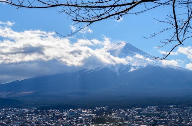 Sluit omhoog hoogste van mooie fuji-berg met sneeuwdekking