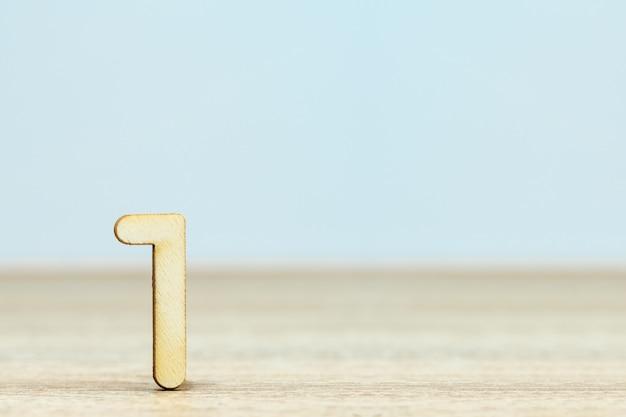 Sluit omhoog houten numeriek op lijst met exemplaarruimte, nummer één