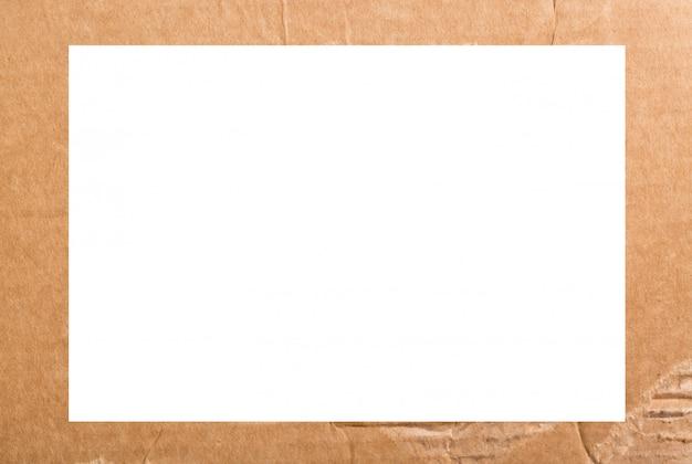Sluit omhoog kringloopkarton of bruine het document van raadskraftpapier vakje de achtergrond van de kadertextuur
