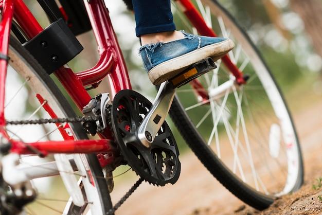 Sluit omhoog lage hoek van fiets