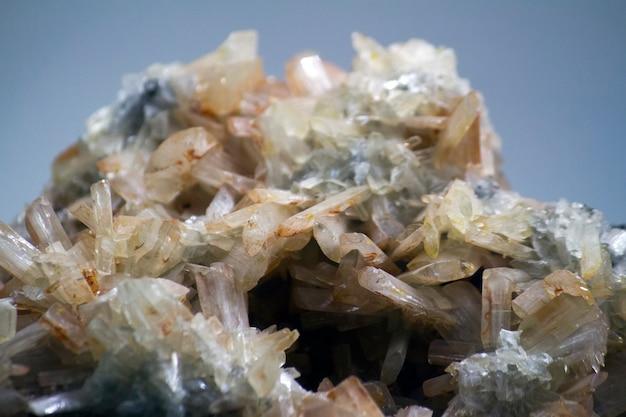 Sluit omhoog mening van een baryte-mineraal.