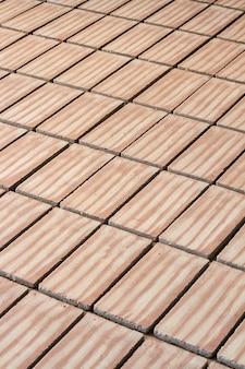 Sluit omhoog mening van een bed van van de traditionele productie van de modderbaksteen.