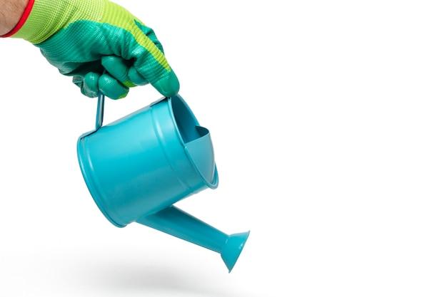 Sluit omhoog mening van een blauwe watersproeier die op een witte achtergrond wordt geïsoleerd.