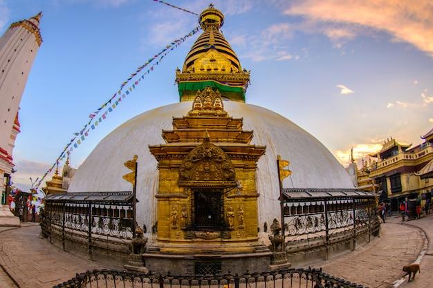 Sluit omhoog mooi van boudhanathstupa in katmandu, nepal