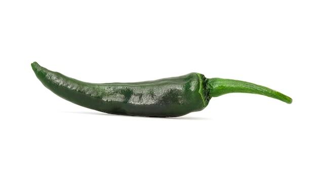 Sluit omhoog mooi van geïsoleerde groene paprikaspaanse pepers