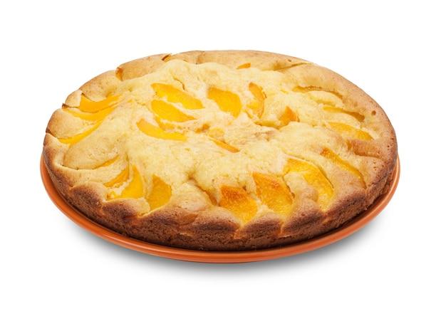 Sluit omhoog op cake met geïsoleerde perziken