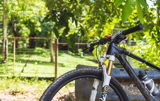 Sluit omhoog op de mountainbike Premium Foto