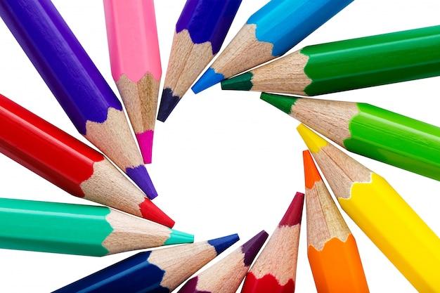 Sluit omhoog op diverse geïsoleerde kleurrijke potloden
