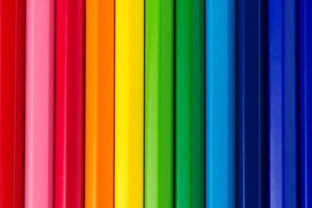 Sluit omhoog op diverse kleurrijke potloden