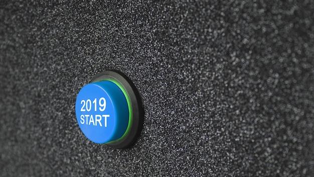 Sluit omhoog op een knoop met aantallen die begin tot nieuwjaar 2019 tonen.
