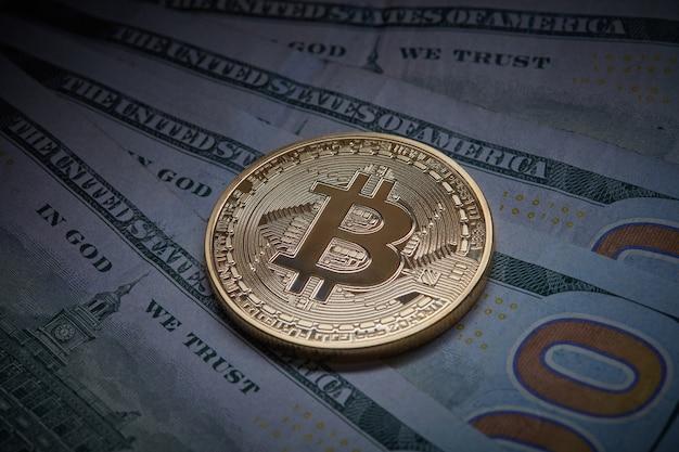 Sluit omhoog op eurorekeningen en gouden muntstukbitcoin