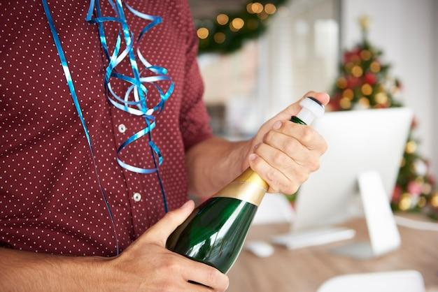 Sluit omhoog op fles champagne
