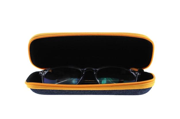 Sluit omhoog op geïsoleerd brillenkoker