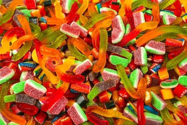 Sluit omhoog op het geassorteerde kleverige suikergoedpatroon