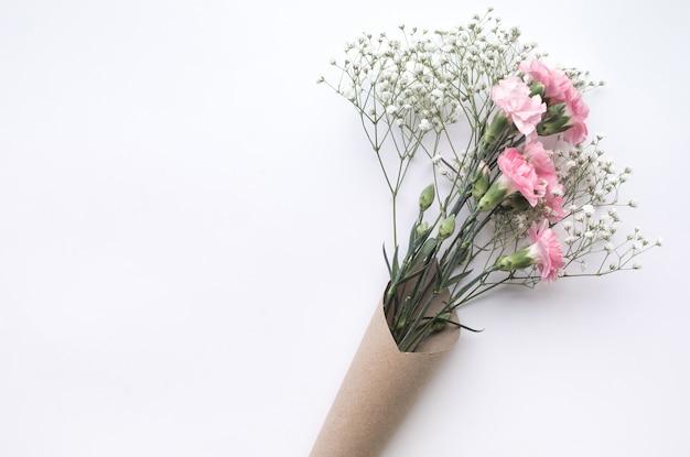 Sluit omhoog op mooi geïsoleerd bloemboeket