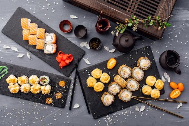 Sluit omhoog op sashimi vastgesteld voedselconcept