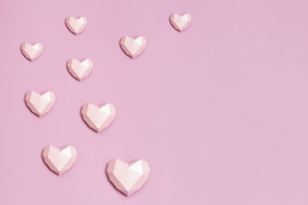 Sluit omhoog op veelhoekige hartvormen