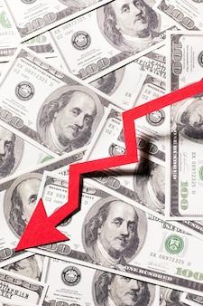 Sluit omhoog pijl die een financiële crisis vertegenwoordigt