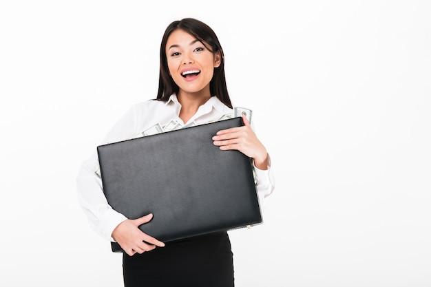 Sluit omhoog portret van een vrolijke aziatische onderneemster