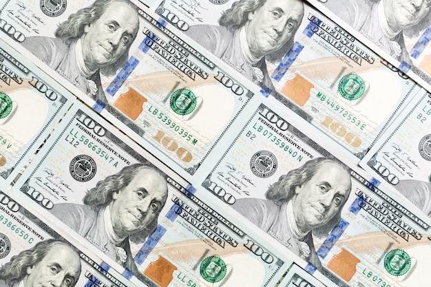 Sluit omhoog van 100 dollarsrekeningen als achtergrond. amarican dollar patroon. bovenaanzicht van bedrijfsconcept