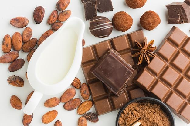 Sluit omhoog van chocolade en truffels