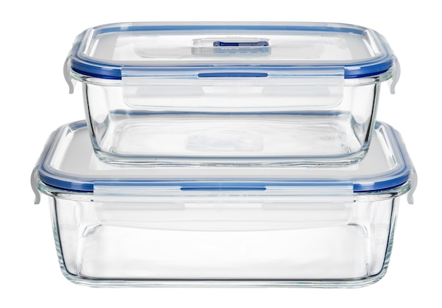Sluit omhoog van de containers van het glasvoedsel die op witte achtergrond worden geïsoleerd