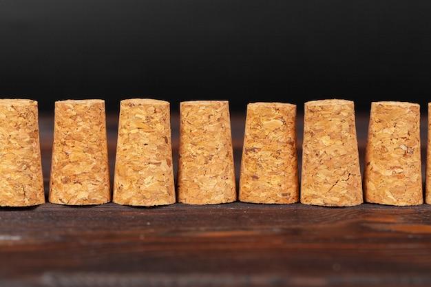 Sluit omhoog van een cork wijn met verschillende variatie van wijnkleur